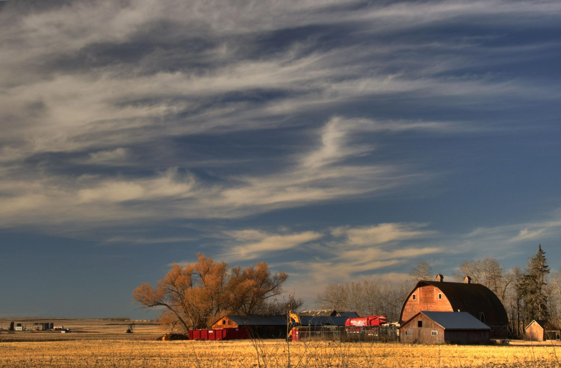 farm-614442_1920